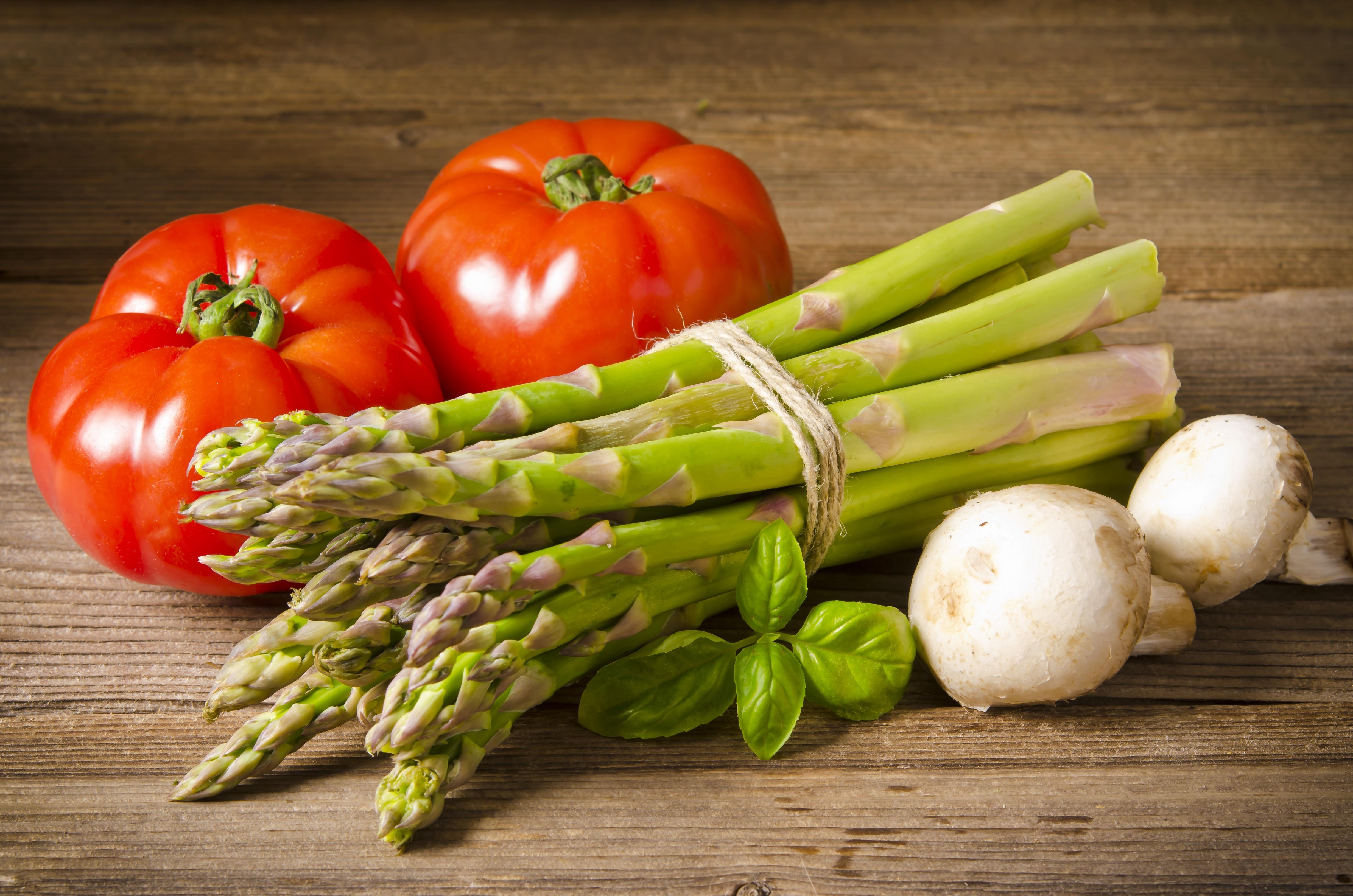 13664515 – green asparagus