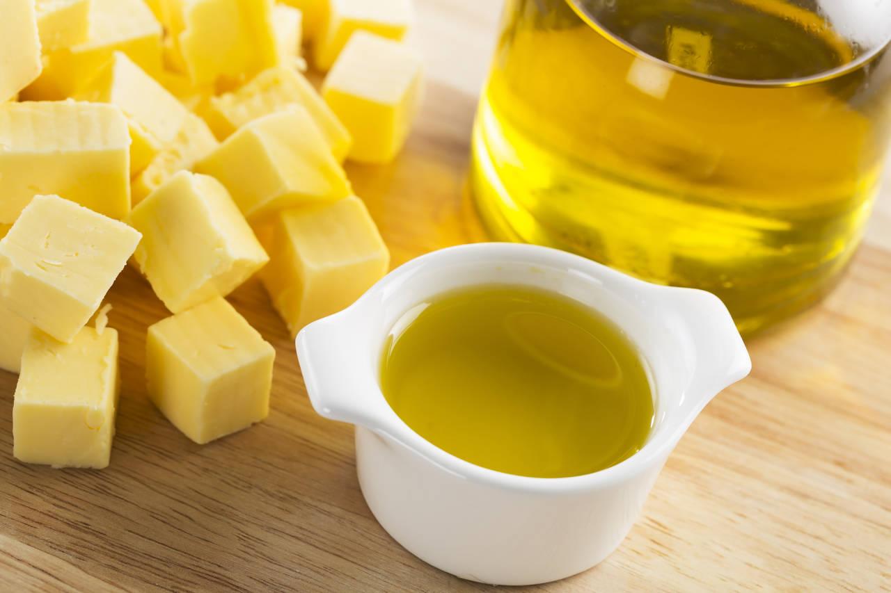Burro, strutto, olio o margarina: ecco qual è il miglior grasso per condire (o cucinare) i cibi