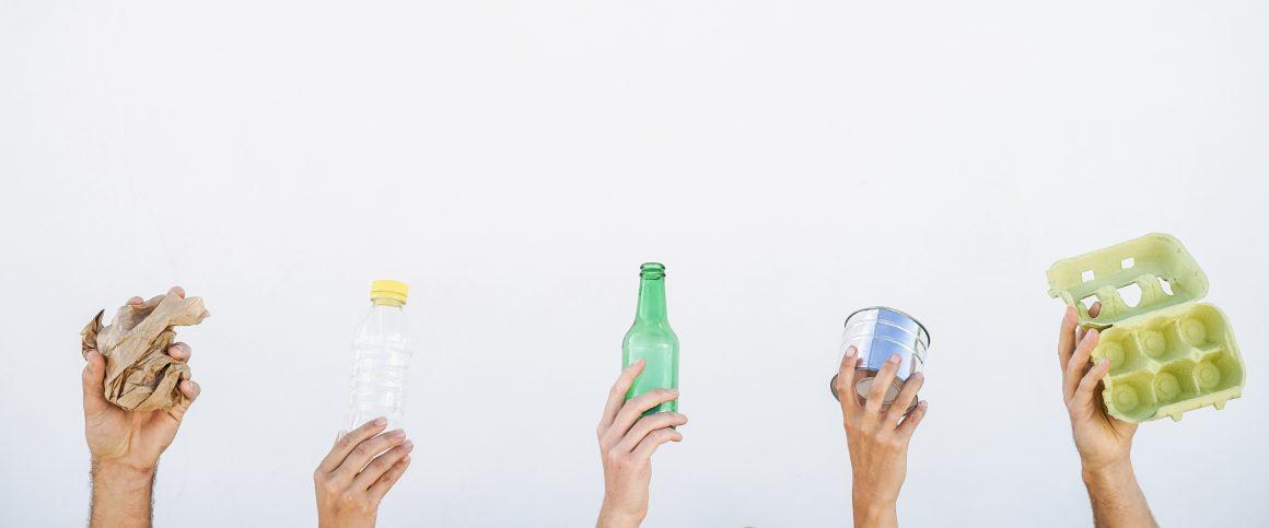 Plastica, vetro, carta o alluminio: ecco come conservare cibo e bevande